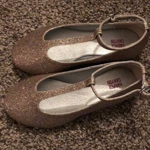 Gold sparkle girls shoes Harper Canyon. Never worn